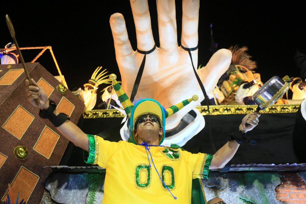 Rio: Impasse sobre verba expõe desencontro entre prefeitura e escolas; presidente detona Crivella: 'quer acabar com o Carnaval, é fanatismo' 1