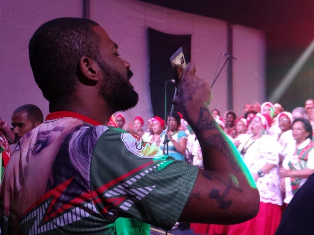 Enredo da X-9, Arlindo Cruz acompanha gravação de samba em sua homenagem 3