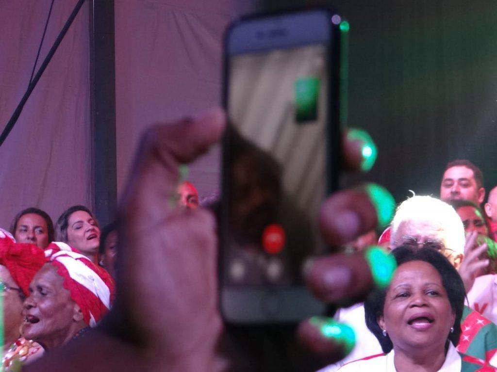 Enredo da X-9, Arlindo Cruz acompanha gravação de samba em sua homenagem 2
