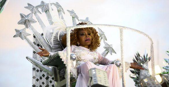 Elza Soares no abre-alas da Mocidade em 2019